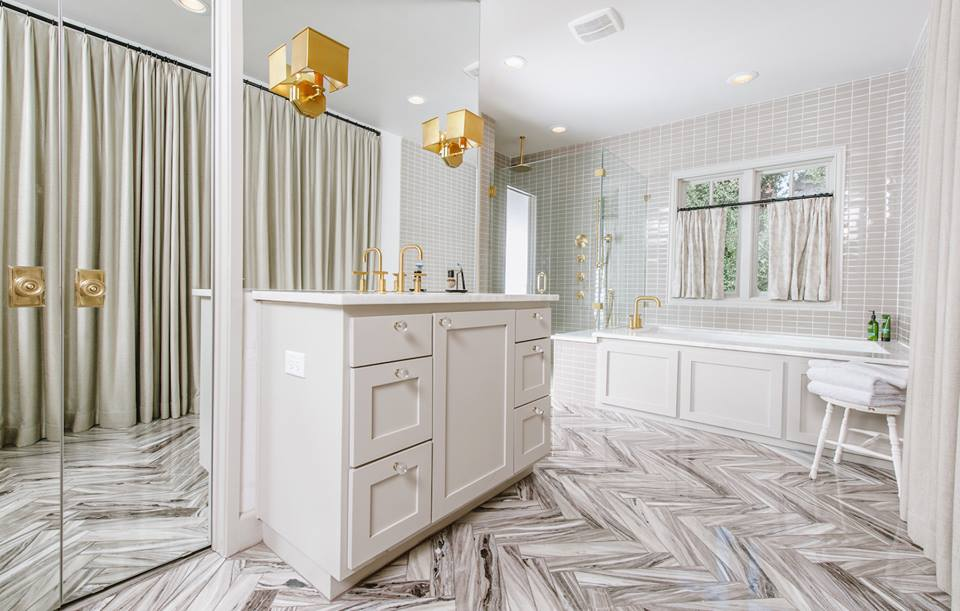 Bathrooms With Gorgeous Herringbone Tile Floors